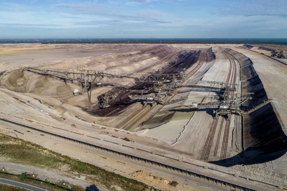 Der Tagebau Jänschwalde wird ab Sonntag vorerst gestoppt.