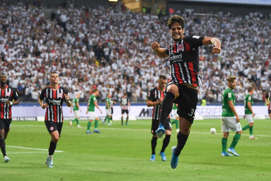 Eintracht-Matchwinner Goncalo Paciencia (im Vordergrund) bejubelt seinen Treffer zum zwischenzeitlichen 1:0.