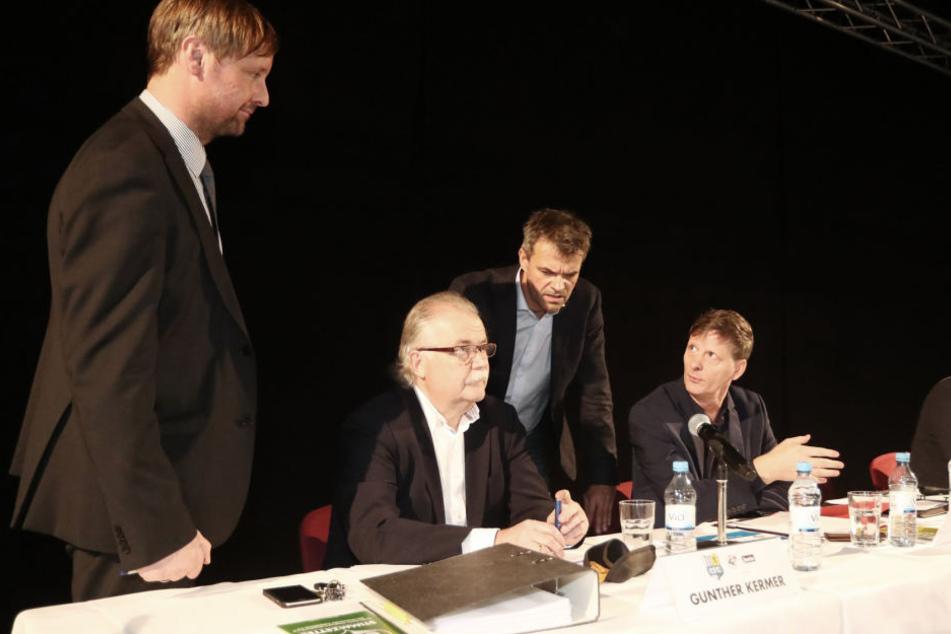 Aufsichtsratschef Uwe Bauch (r.), Vize Gunther Kermer (2.v.l.) und das kooptierte Mitglied Nico Beltrame
