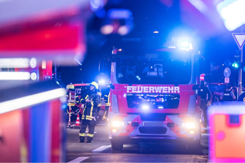 Bei dem Brand in Dessau-Roßlau ist am frühen Montagmorgen eine 97-jährige Frau gestorben. (Symbolbild)