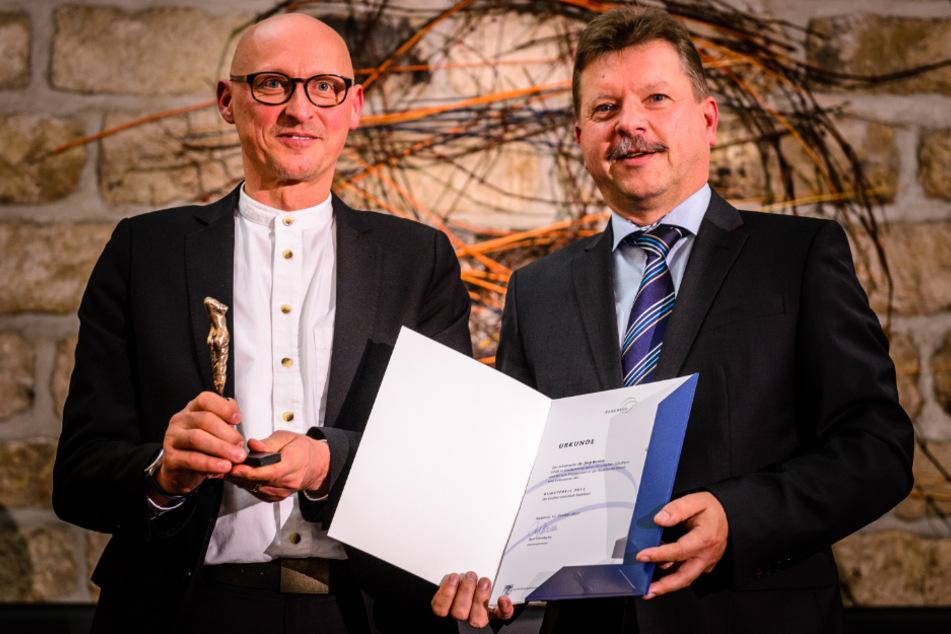Bert Wendsche und Dr. Jörg Bernig bei der Verleihung des Radebeuler Kunstpreises am 12. Oktober 2013.