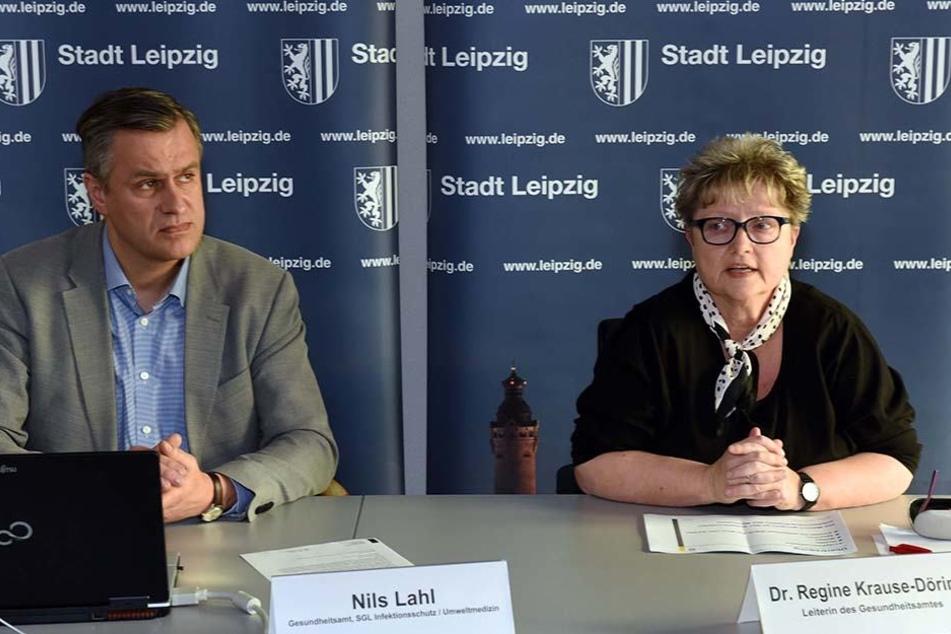 Nils Lahl (51) und Dr. Regine Krause-Döring vom Gesundheitsamt Leipzig sind besorgt: zu wenige Leipziger lassen sich gegen die Masern impfen.