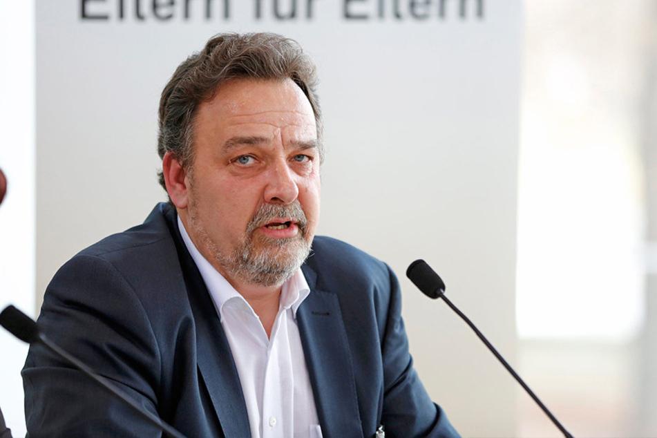 Landeselternrats-Chef Peter Lorenz (54)stellt die Schulpflicht infrage.
