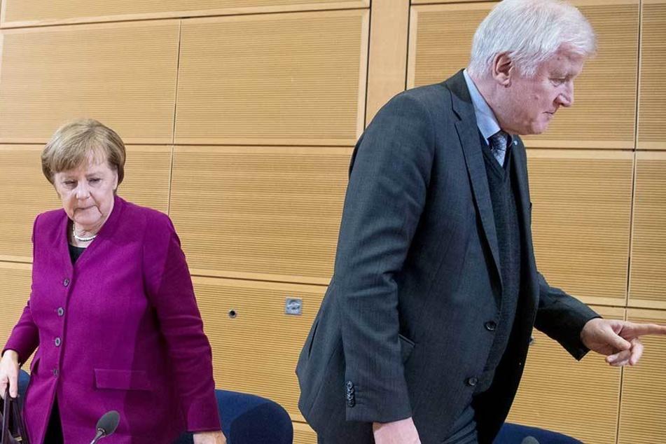 Im Asylstreit sind die Fronten zwischen Angela Merkel (CDU) und Horst Seehofer (CSU) verhärtet.