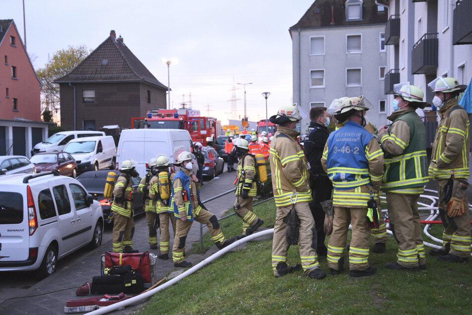 Brand in Mehrfamilienhaus: zwei Verletzte, 19 Bewohner gerettet