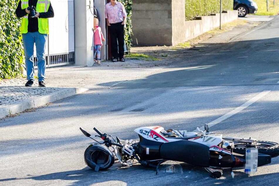 Biker-Unfall bei Bautzen: Motorrad nach Crash in zwei Teile zerrissen