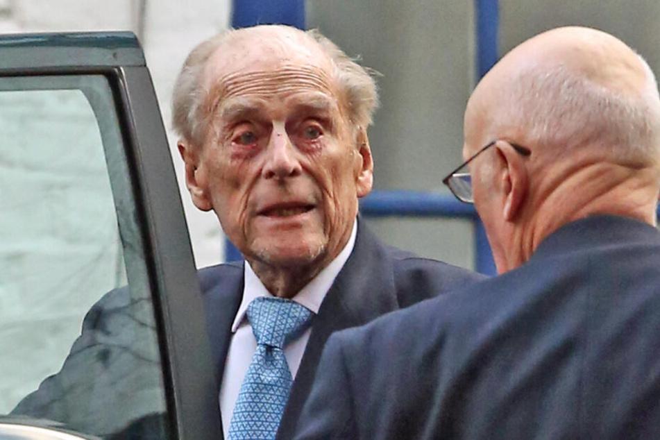 Prinz Philip (98) sieht erschöpft aus.
