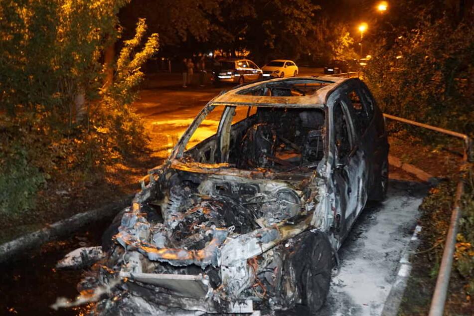 """Dieser BMW brannte in zweiten """"Anlauf"""" komplett aus."""