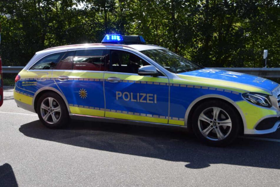 Die Polizei ist nach dem Unfall vor Ort.