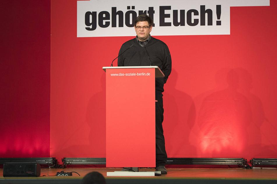Wegen seiner Stasi-Vergangenheit umstrittenen: Staatssekretär Andrej Holm (46, LINKE). Nun ertönt der Ruf auch aus den eigenen Koalitionsreihen: Der Berliner Staatssekretär Holm solle wegen des Umgangs mit seiner Stasi-Vergangenheit zurücktreten.