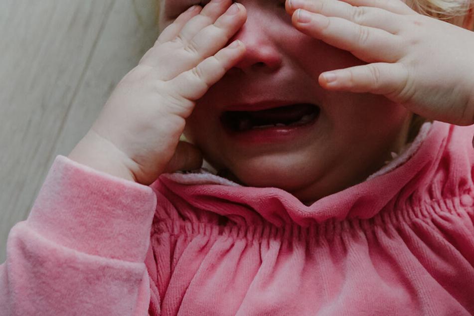 Frisches Blut an der Kleidung: Kind (1) vom Nachbarn brutal vergewaltigt