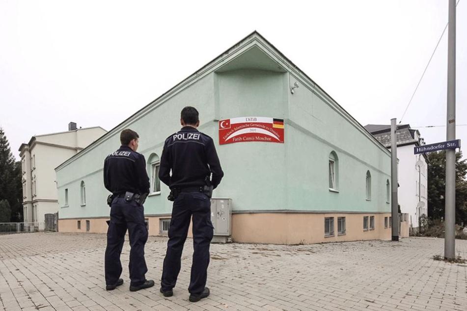 Polizei bewacht jetzt die Moschee auf der Hühndorfer Straße.