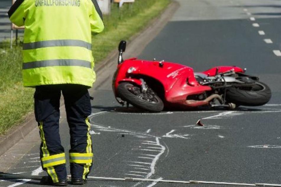 Polizisten stellten das Motorrad am Straßenrand ab, wo es Verwandte des Fahrers holen sollten. Doch am Abend war es bereits weg. (Symbolbild)