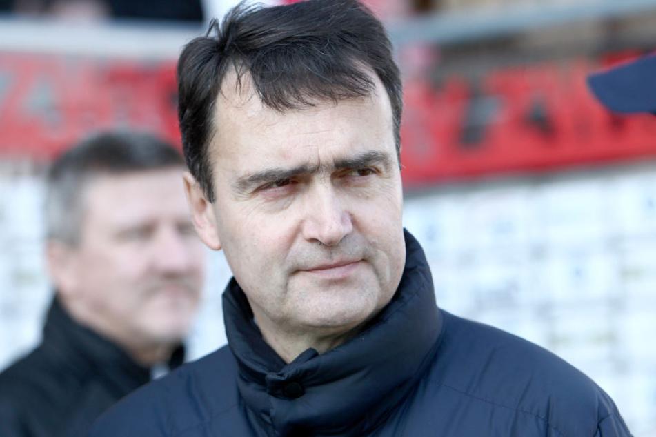 Vereinschef Dr. Mathias Hänel legt zum Monatsende sein Amt nieder, wird es vorher noch eine Trainerentlassung geben.