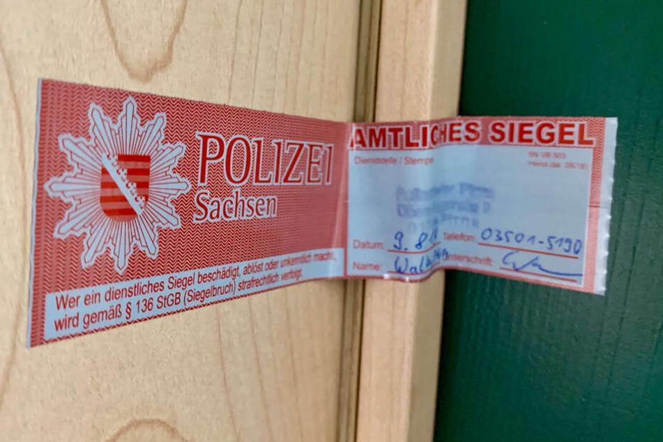 Die Tür zur Wohnung wurde von der Polizei gesichert.
