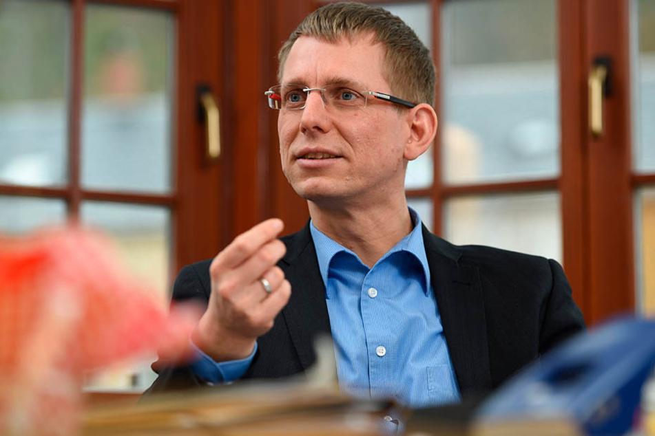 Glashüttes Bürgermeister Markus Dreßler stellt die Stadtausgaben auf den  Prüfstand.