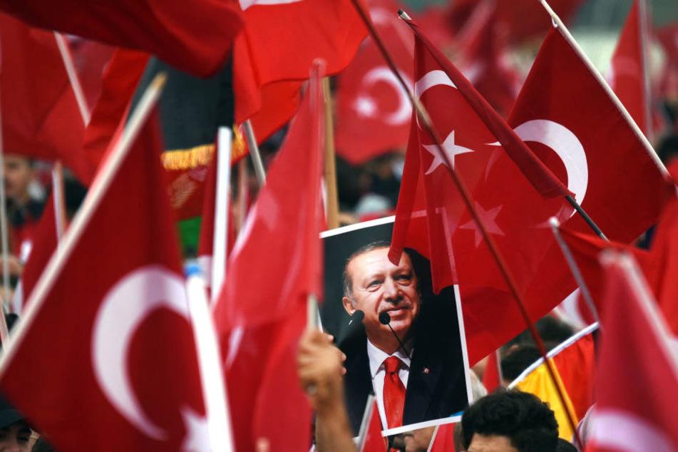 Der Köln-Besuch des türkischen Präsidenten Recep Erdogan (64) ist umstritten (Archivbild).