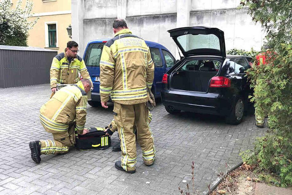 Ein Fall für die Feuerwehr! Oma sperrt Kind (2) im Auto ein