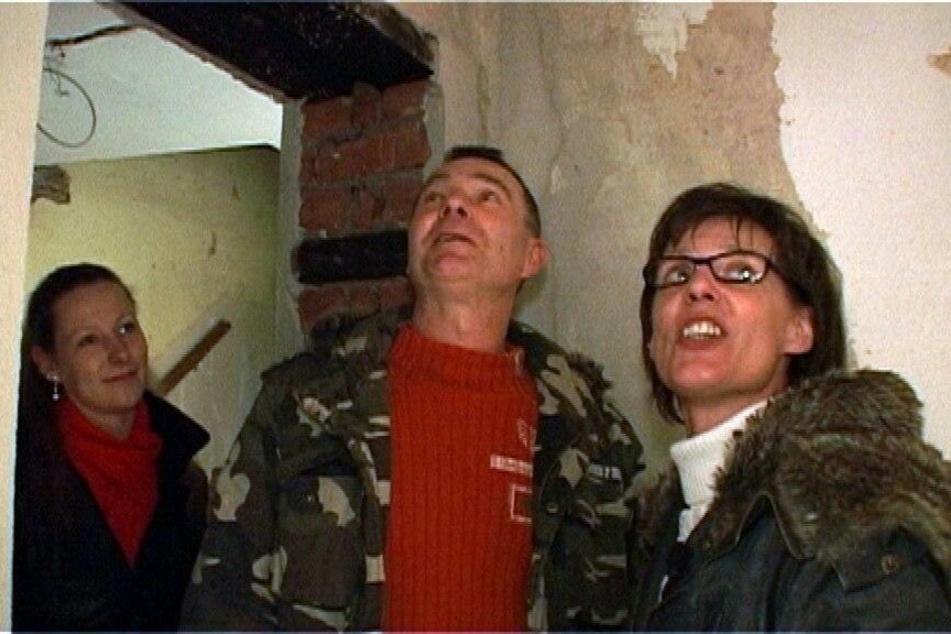 Die Smoks: Tochter Maria (21), Papa Peter (49) und Mama Karola (48) in ihrem neuen Haus.