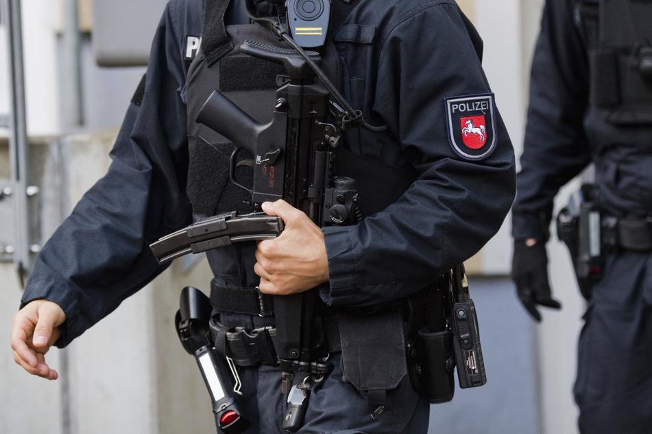 Die Ermittlungsbehörden gehen gegen eine mutmaßliche Wehrsportgruppe vor. (Symbolbild)