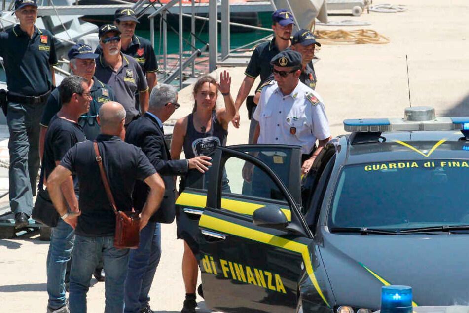 Carola Rackete wurde von der Polizei unter Arrest gestellt.