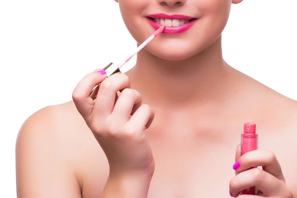 Warum die Frau den Lipgloss mitgehen ließ, obwohl sie so viel Geld in der Tasche hatte, ist nicht klar.