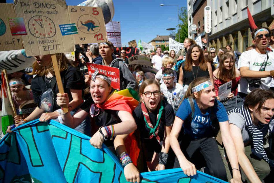Die Schüler und viele andere Menschen demonstrierten für das Klima.