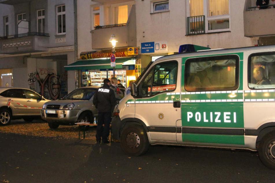 Die Polizei war mit einem Großaufgebot bei dem Spätkauf im Schillerkiez.