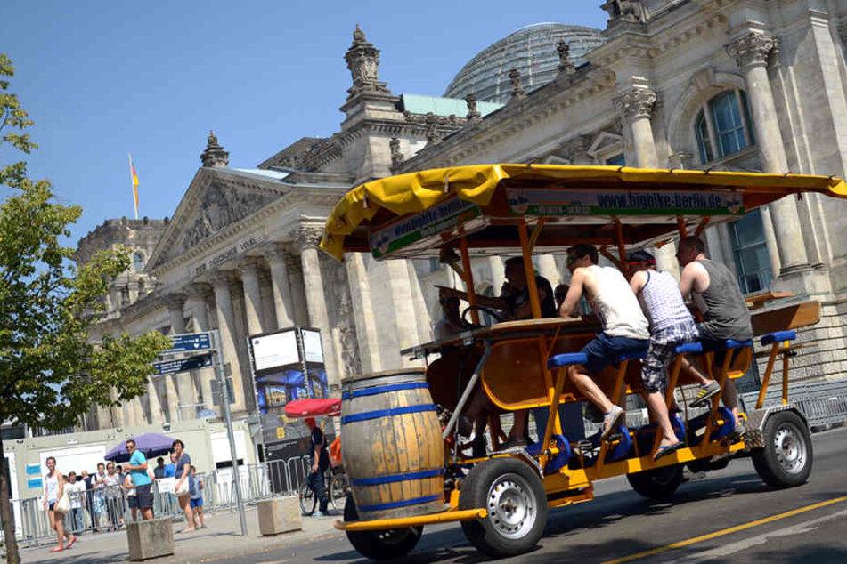 Die sogenannten Bierbikes werden auch künftig durch Berlin rollen.