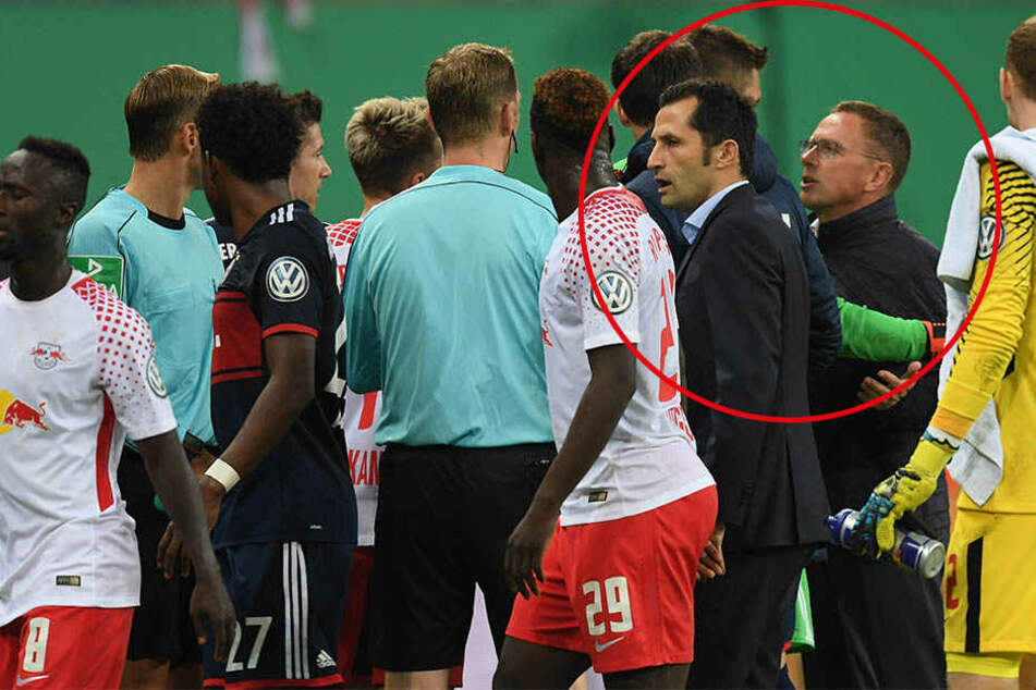 Mats Hummels und RB-Sportdirektor Ralf Rangnick gerieten in der Halbzeitpause aneinander.
