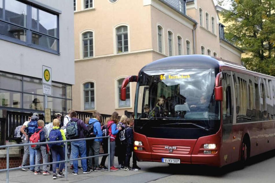 Tarifstreit mit Busfirma vor Eskalation: Schülerverkehr im Vogtland in Gefahr