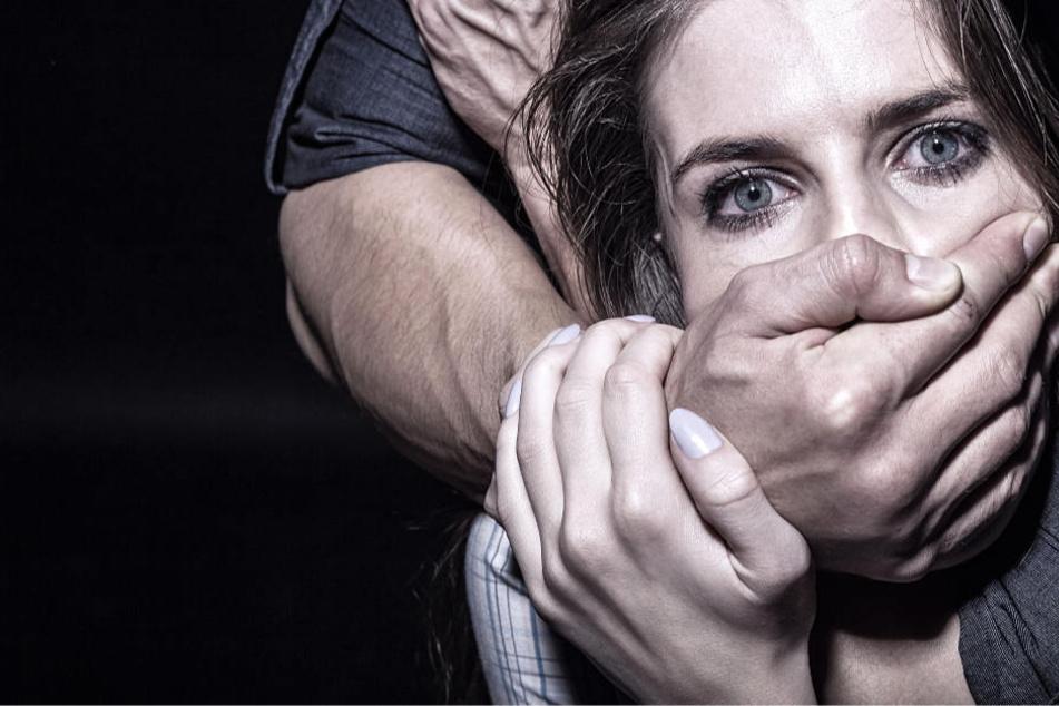Wegen eines angeblichen Seitensprungs musste die Frau ein Martyrium erdulden (Symbolbild).