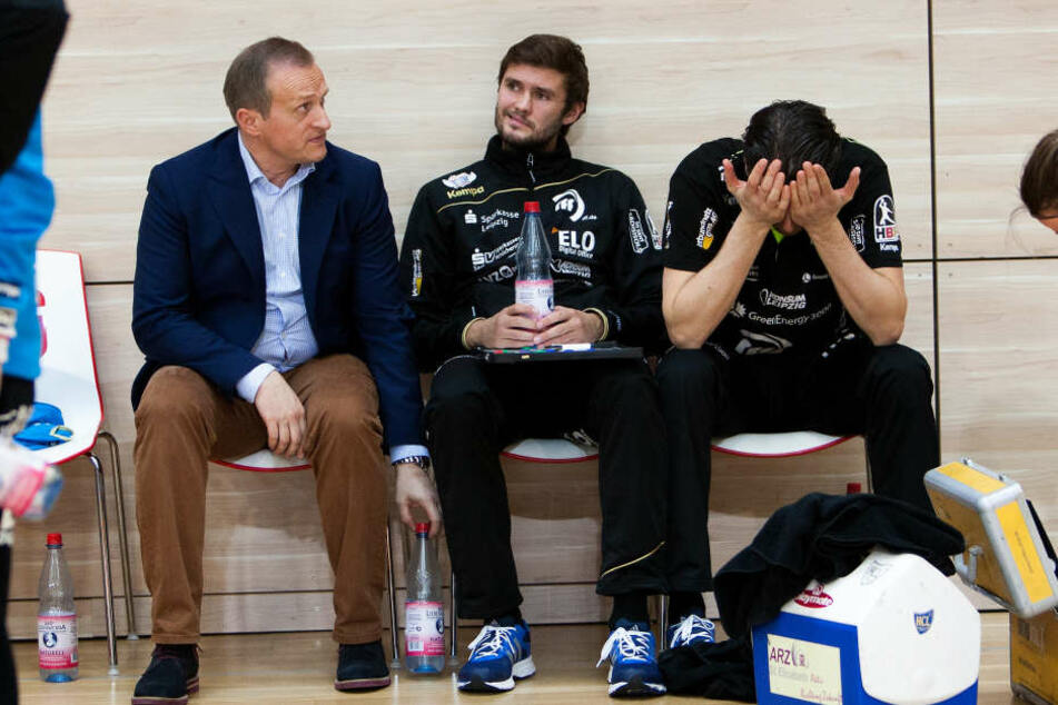 Schwere Zeiten für HCL-Geschäftsführer Kay-Sven Hähner, Co-Trainer Max Berthold und Trainer Norman Rentsch (v.l.).