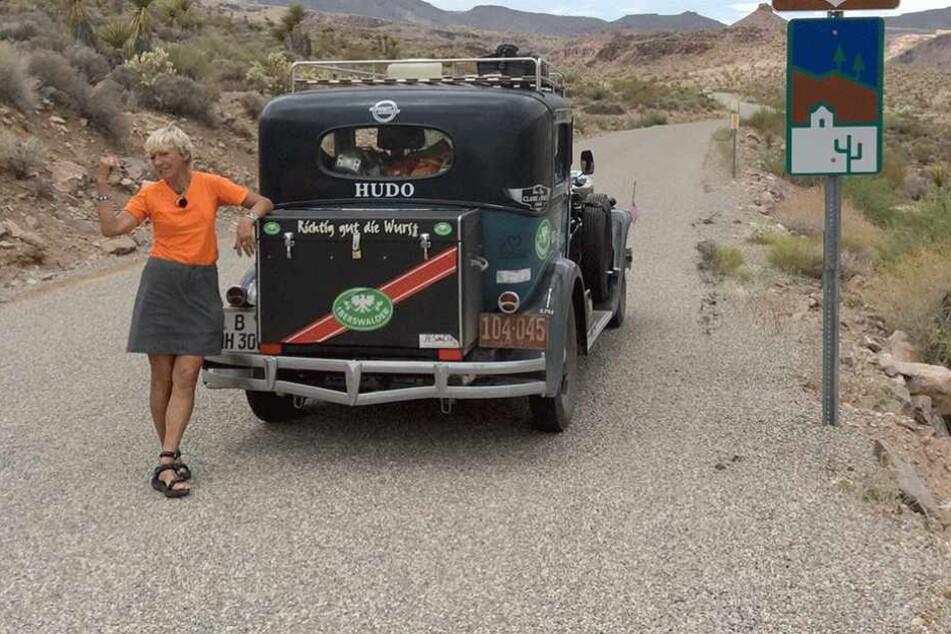 Die ehemalige Rennfahrerin und ihr Oldtimer auf der legendären Route 66.