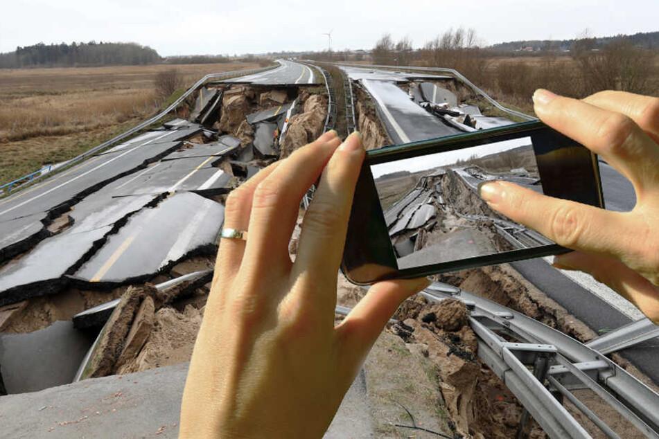 Der Grund für das Desaster ist ersten Untersuchungen zufolge eine große Torflinse unter der Autobahn. (Bildmontage)