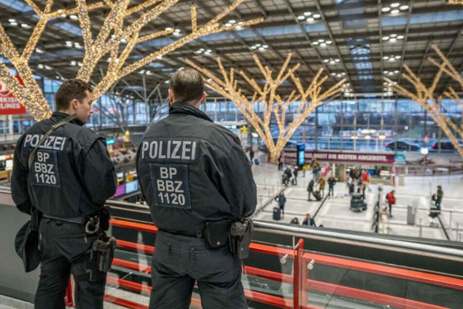 Beeinträchtigungen im Flugbetrieb gibt es trotz der erhöhten Polizeipräsenz nicht.