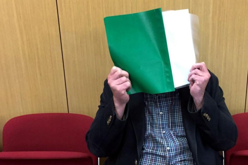 Der Angeklagte vor Beginn des Prozesses im Landgericht Düsseldorf am 22. Januar.