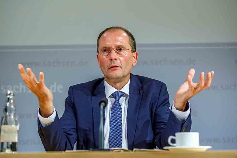 Das Konzept von Innenminister MArkus Ulbig (53, CDU) ging nicht auf.