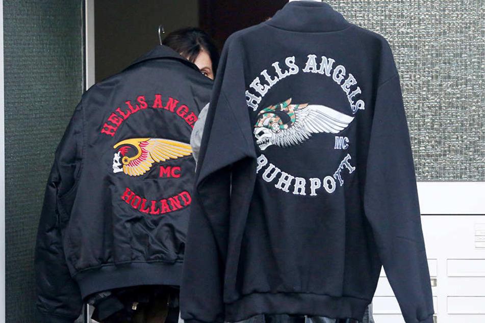 Kleidung des Hells Angels-Vereins wurde ebenso sichergestellt.