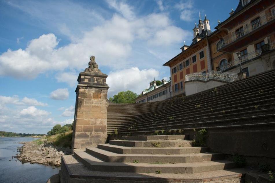 Die Elbe vor der Freitreppe des Wasserpalais im Schloss Pillnitz.