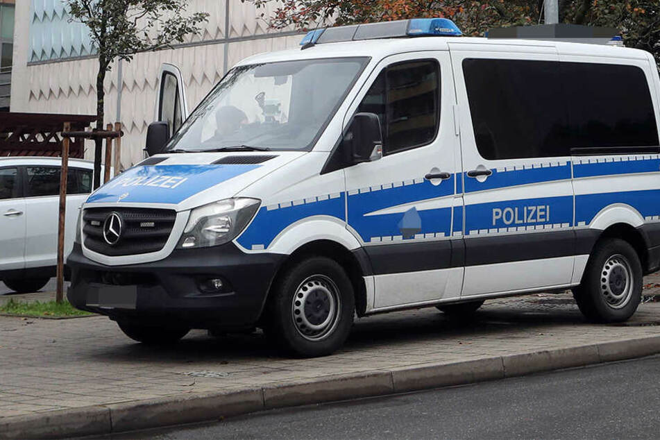 Mitten in der Innenstadt fuchtelte ein Mann mit dem Messer rum und sorgte so für einen Polizei-Einsatz.
