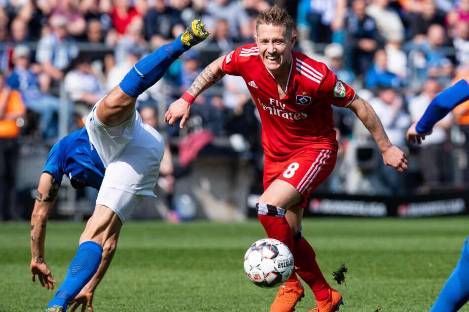 Lewis Holtby ging keinen Zweikampf aus dem Weg. Das zeigt auch sein zerrissenes Trikot, wie hier im Spiel gegen den VfL Bochum.