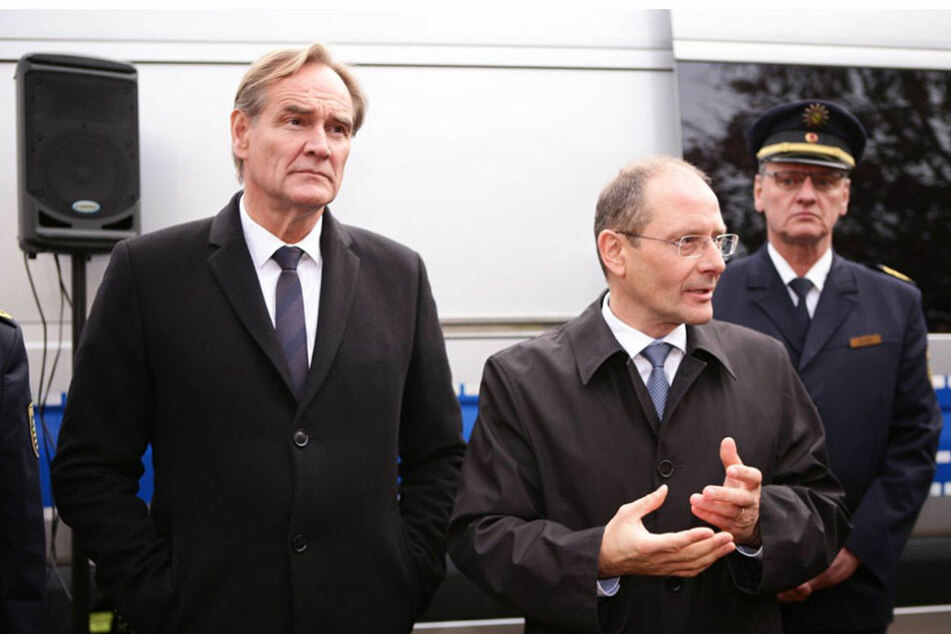Bei ihrem Treffen in Leipzig einigten sich Burkhard Jung und Markus Ulbig (v.l.n.r.) auf ein Maßnahmenpaket.