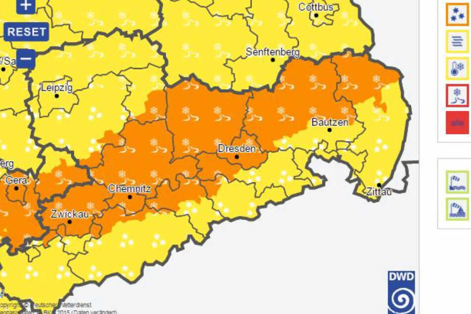 Aktuell warnt der DWD vor Glätte (orange) und Neuschnee (gelb).