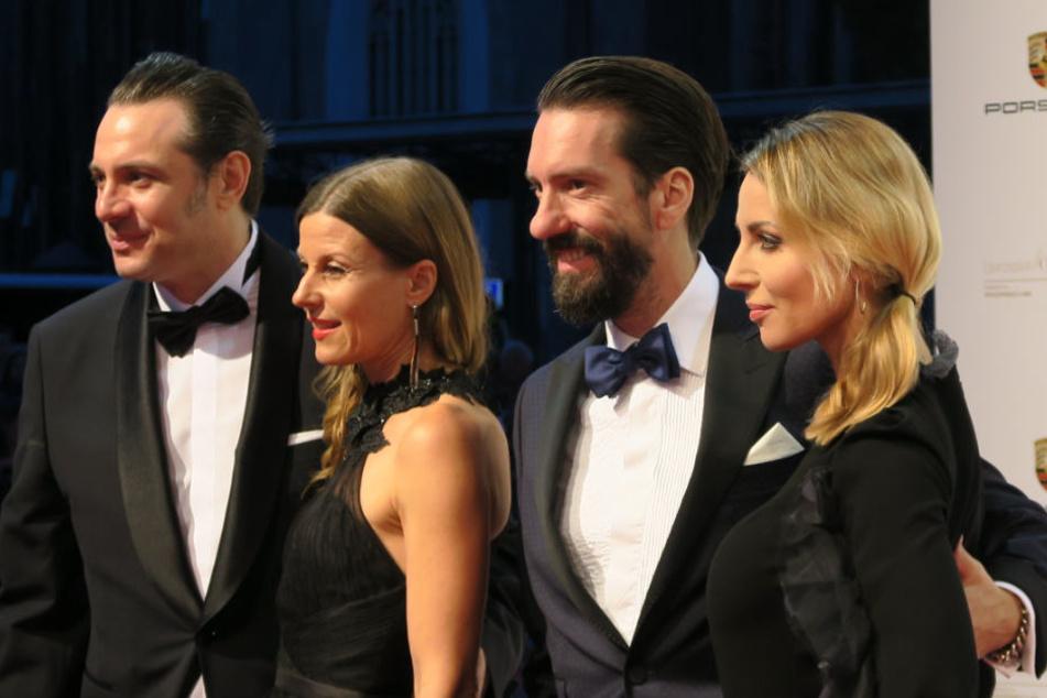 Sascha Vollmer mit Freundin Jenny und Alec Völkel mit Ehefrau Johanna (von links) am Samstagabend beim Leipziger Opernball.