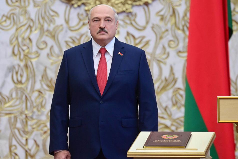 Alexander Lukaschenko (66), Präsident von Belarus, macht die anhaltenden Proteste gegen ihn für steigende Coronazahlen verantwortlich.