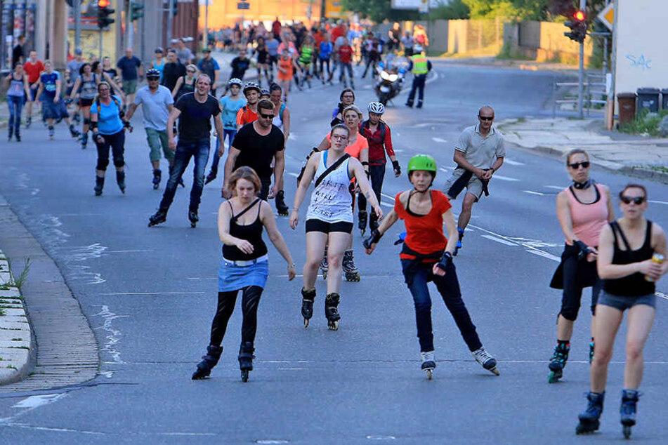 Sommersport in der Chemnitzer Innenstadt: Für das Nachtskaten werden noch Ordner gesucht.
