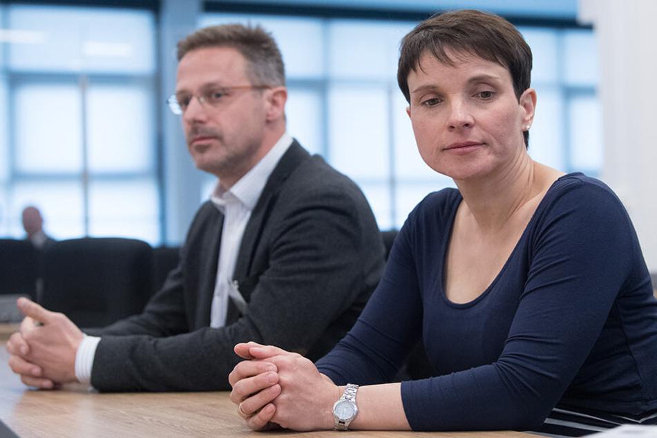 Frauke Petry (43) mit ihrem Ehemann Marcus Pretzell (45, beide Blaue Partei).