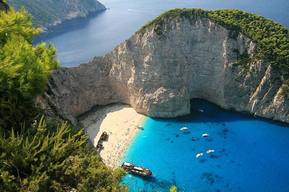 Das ist der Blick auf den berühmtesten und am meisten fotografiertesten Strand auf Zakynthos: Navagio!