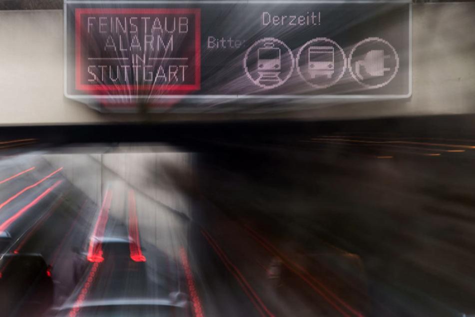 Feinstaubalarm in Stuttgart: Fahrer werden gebeten auf Bus und Bahn umzusteigen.